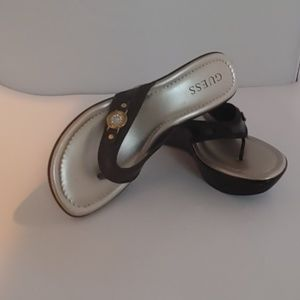 GUESS womens sandals size:7M